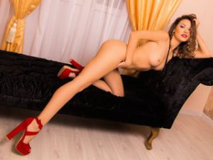 Webcam sex brunette de RaisaJewel